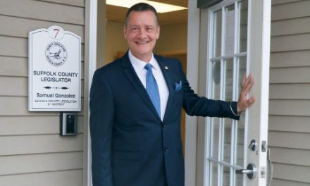 El Personaje Del Mes Entérate! Sam Gonzalez es el nuevo Legislador del Condado de Suffolk